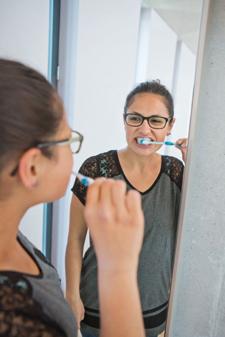Gründliche Zahnpflege sollte tägliche Routine sein