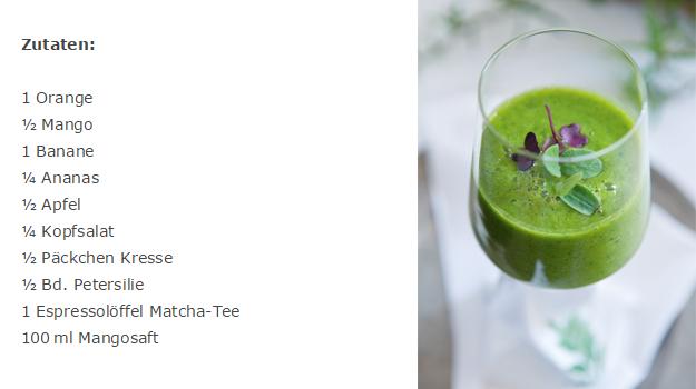 Grüner-Smoothie-mit-Matcha-Tee