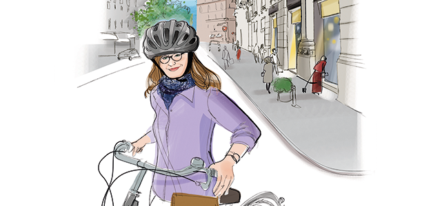 Eine Frau mit Fahrrad trägt einen Helm.